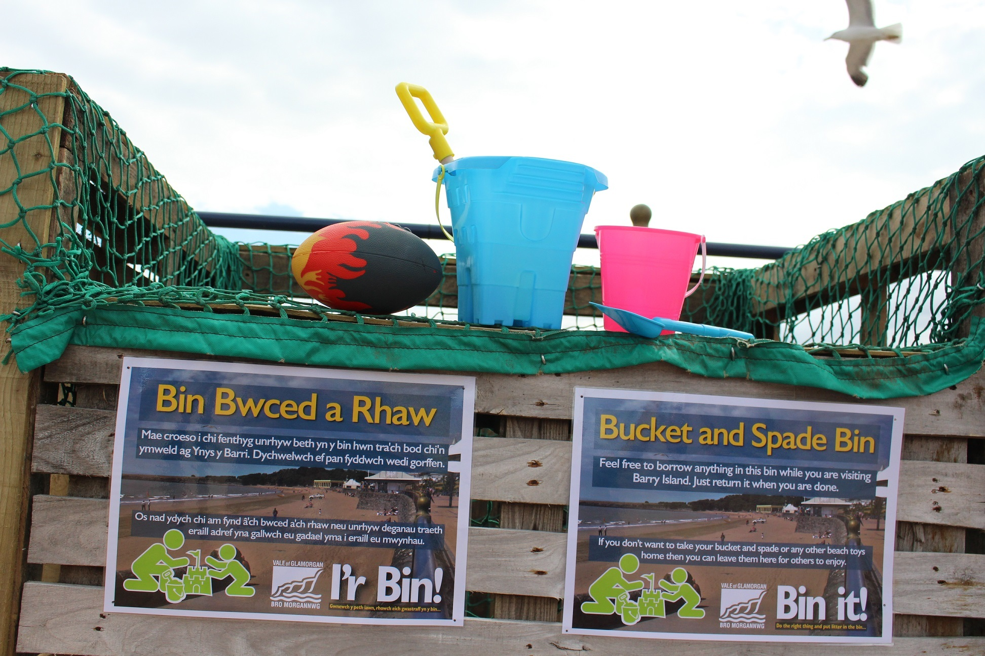 Bucket and spade bin launched in Barry Island