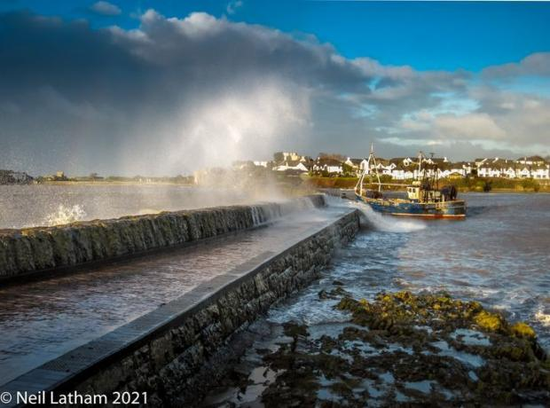 Barry And District News: PICTURESQUE: Breaking waves and mooring at Old Harbour. Picture: Neil Latham
