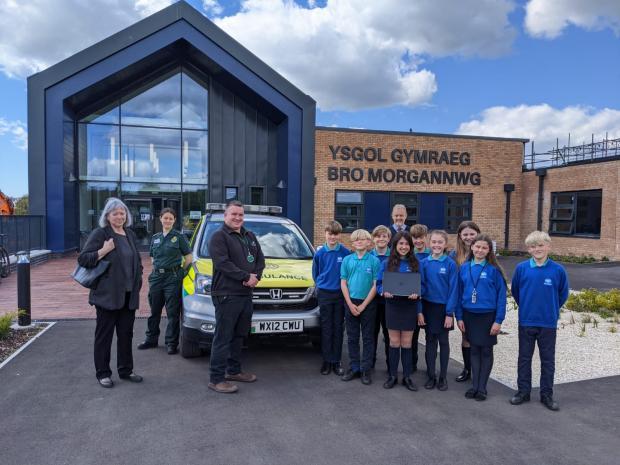 Barry And District News: Cllr Lis Burnett, Paramedic Petra Geddes, James Evans from A & LH Environmental Services Ltd and pupils of Ysgol Gymraeg Bro Morgannwg.