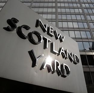 Scotland Yard's Flying Squad has foiled a hammer-wielding gang of jewellery raiders