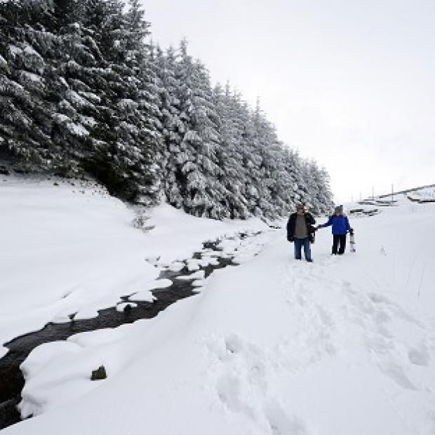 Britain faces weekend of snow