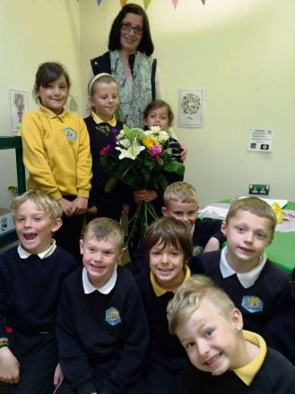 HOW DOES YOUR GARDEN GROW? Colcot Primary pupils learn about plant life