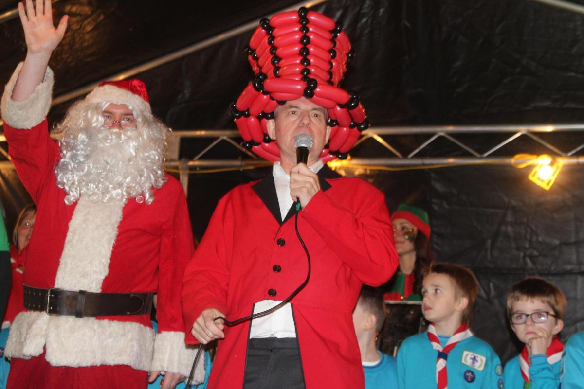 Hundreds Turn Out In Barry See Christmas Lights Switched On To
